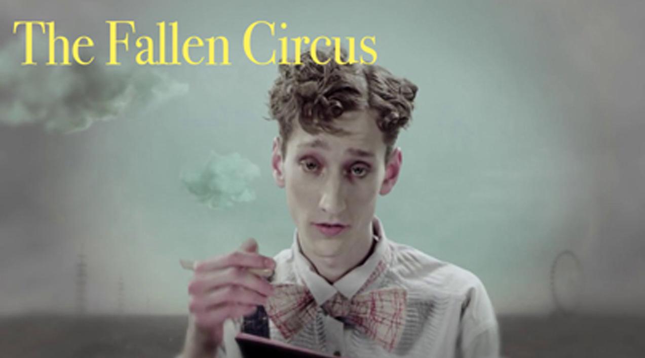 Décor onirique avec nuages et fumée du film the fallen circus