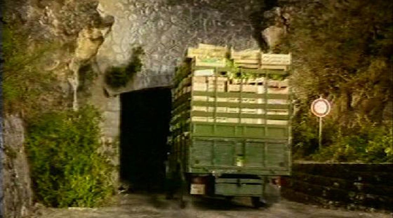 fausse paroi rocheuse pour abaisser le tunnel en raccord avec l'existant, film publicitaire visual