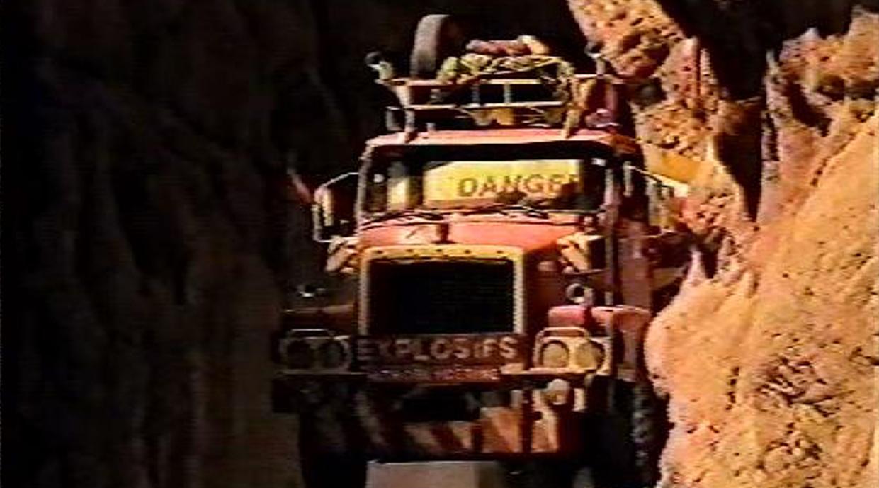décoration du camion de transport de nitroglycérine pour le film publicitaire kiss cool