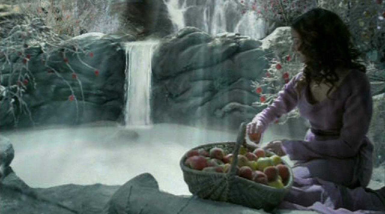 décor de cascade en studio avec faux rochers, pour film publicitaire carte d'or