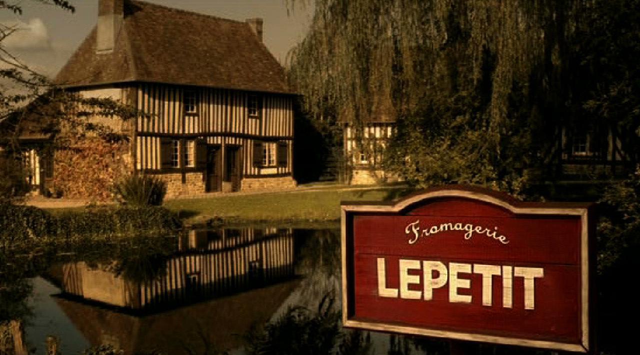 décors d'une fromagerie de camembert lepetit pour film publicitaire