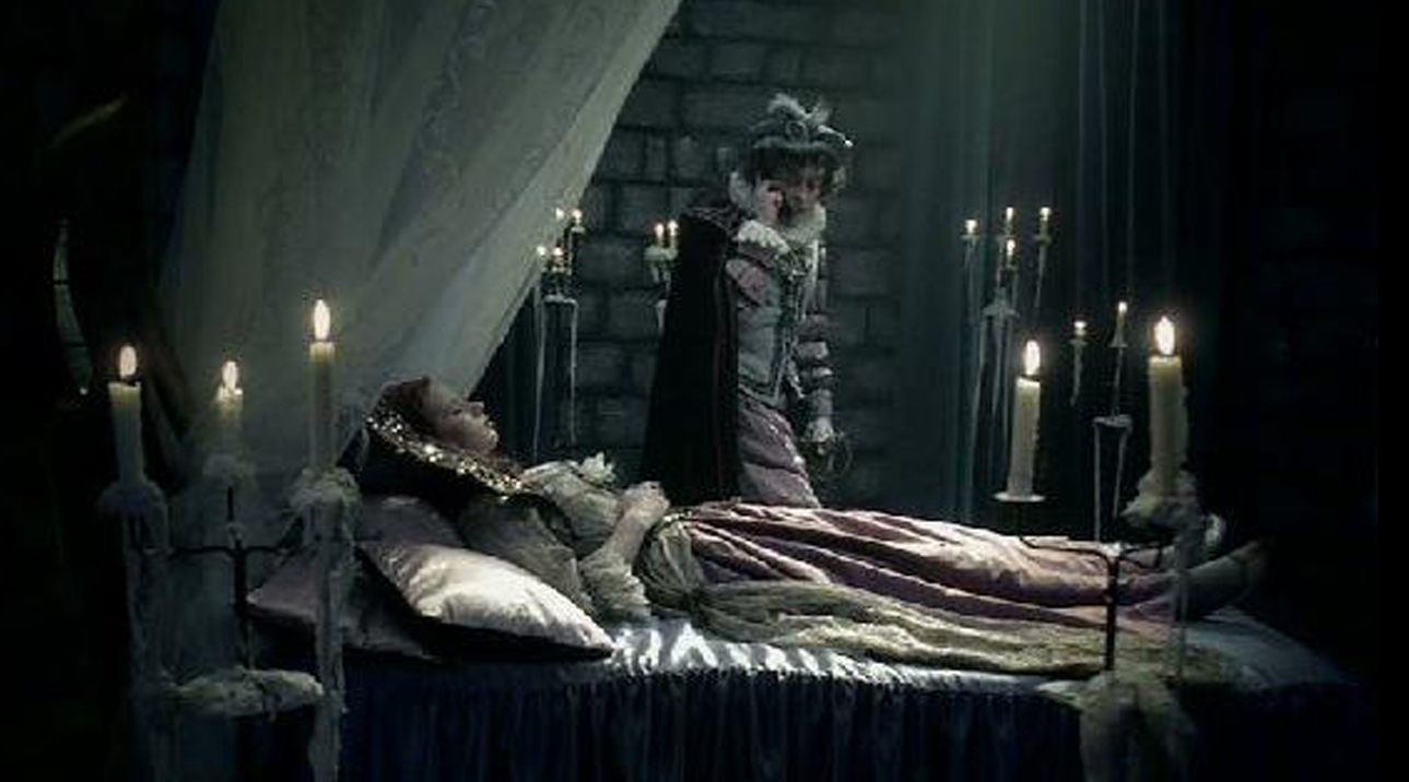 décor de tour de chateau fort avec candélabres pour tournage en studio film publicitaire peugeot