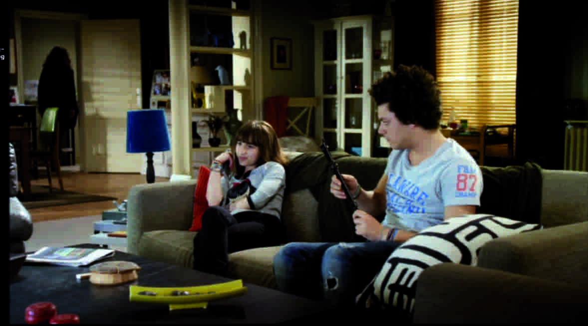 décor du salon de la maison de kev adams dans les séries télévisées soda