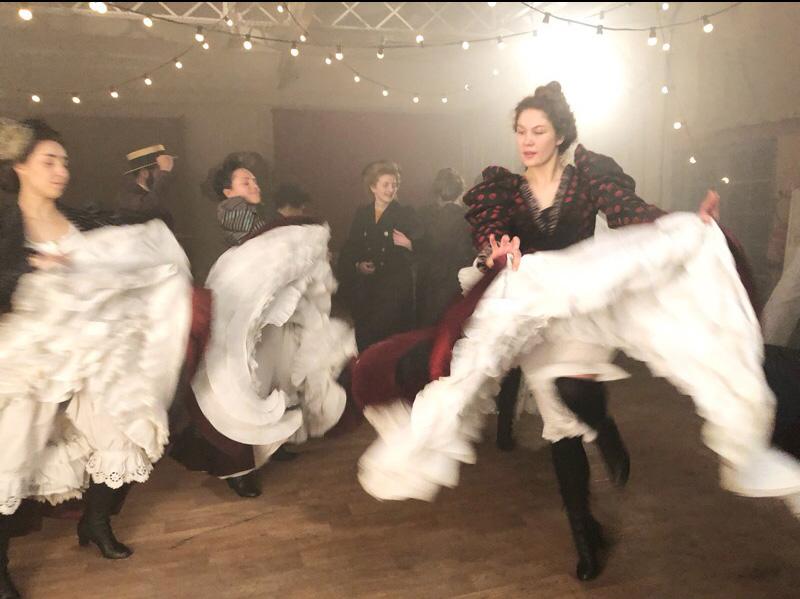 décor pour tournage film documentaire toulouse lautrec,construction d'une salle de bal pour les danseuses et la goulue