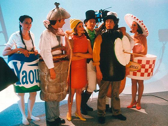 costumes de déguisement de saucisson, jambon, rillettes, carotte et boudin aux pomme pour film publicitaire syndicat de la charcuterie