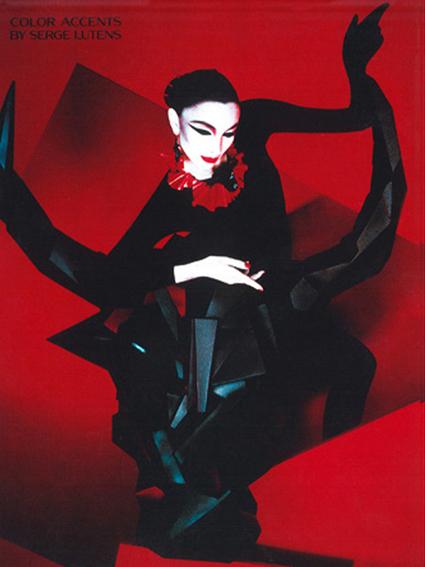 sculpture taureau stylisé pour Serge Lutensshiseido