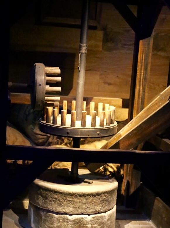 moulin à grain du 17ème siècle, reconstitution du moulin à grain construit pour l'expédition la Pérouse