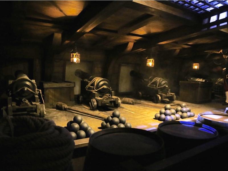 faux canons, répliques en résine des canons du navire l'astrolab, spectacle le mystère LaPérouse au Puy du Fou