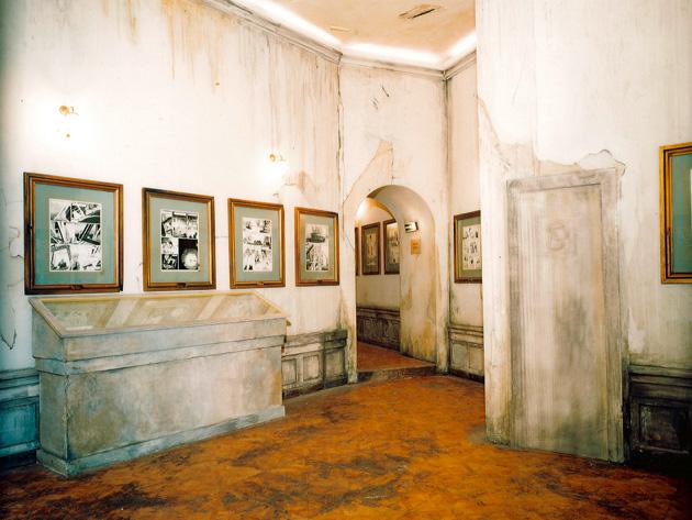une salle du musée abandonné est l'entrée de l'exposition sur l'univers de François Schuiten